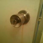お風呂鍵錆びて壊れ交換