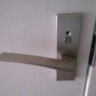 室内トイレのレバーハンドル錠