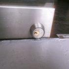店舗スイング扉鍵交換